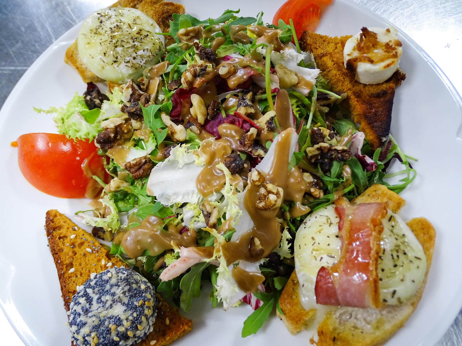Salade de chèvre et noix